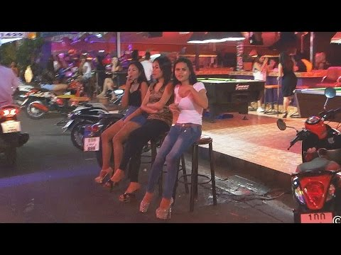 Pattaya Nightlife Soi 8 Beer Bars, Girls and Ladyboys at low season.