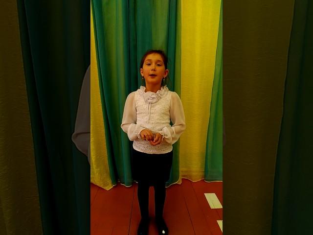Изображение предпросмотра прочтения – ЭнджеСарварова читает произведение «Мартышка и очки» И.А.Крылова