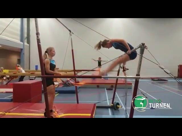 Opzwaai oefenen met weerstand van een elastiek.