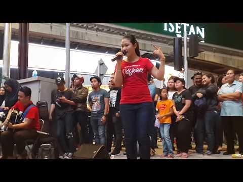 GOYANG DUMANG-Nurul & Timah feat Redeem buskers cover cita citata,dangdut asyik