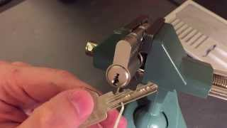 [73] EVVA DPI (Dual Sidebar Variant) Picked and Gutted(What a lock! A tight, paracentric keyway, good tolerances, a passive sidebar with an active element, an active sidebar controlled by five sliders with false and ..., 2015-12-01T16:11:39.000Z)