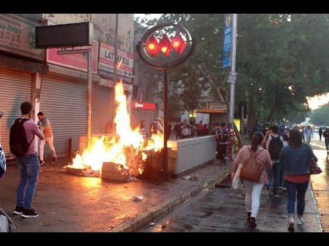 Violenta jornada de protestas genera caos en Santiago por alza del Metro