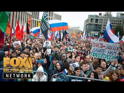 Thousands protest in Moscow, challenging Putin's rule