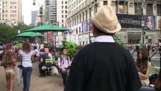 ズーキン教授のNY最新都市事情 第4回 ホコ天ブロードウェイを歩く thumbnail