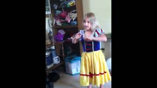 5 year old dances to Two Faced Lovers