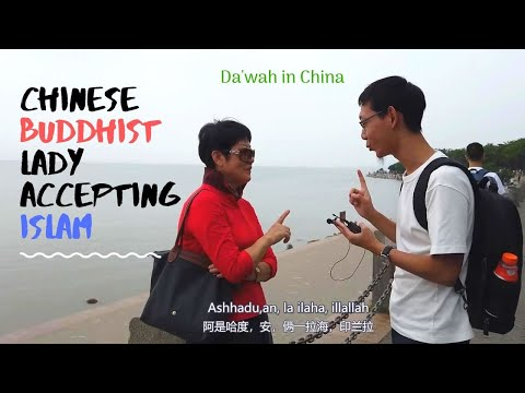 Chinese Buddhist Lady Accepting Islam On The Street! - Da'wah In China
