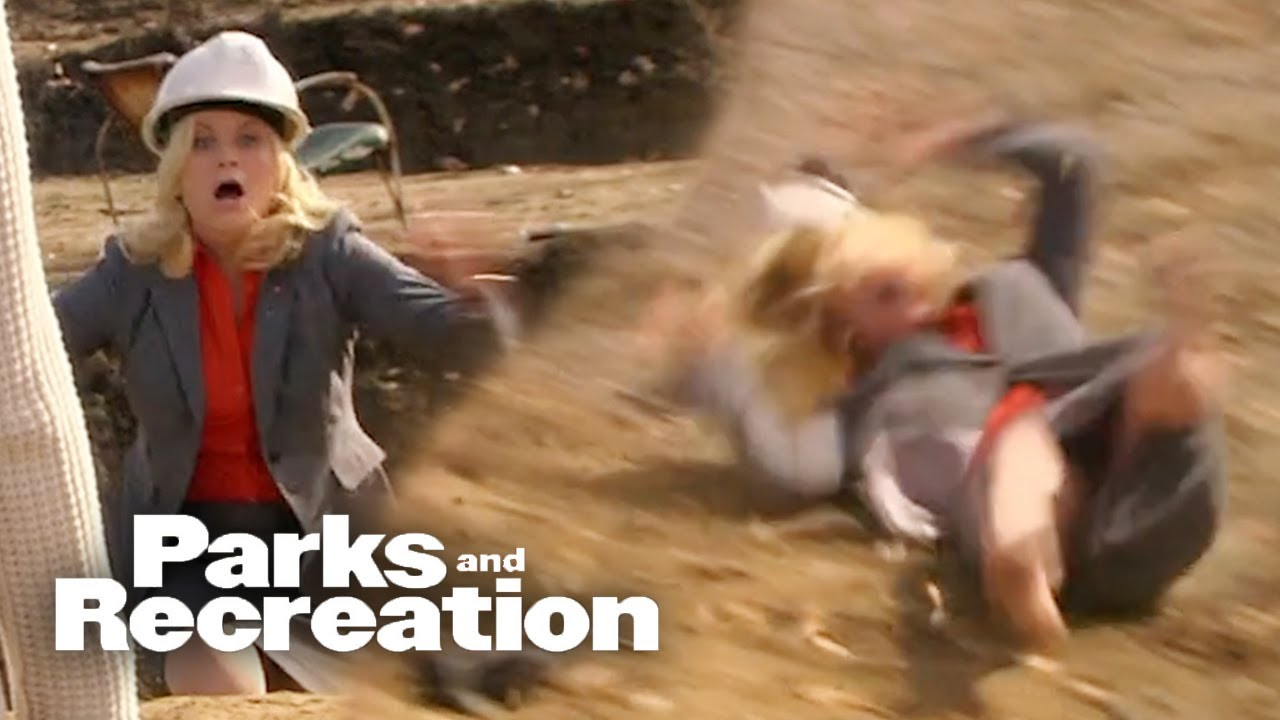 Leslie Falls Into The Pit - Parks and Recreation