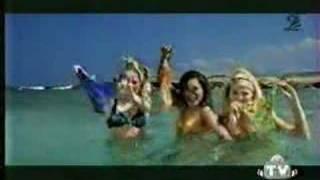3 Girls take off their Bikinis