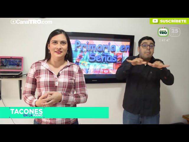 Profesora de señas educa a estudiantes con discapacidad auditiva