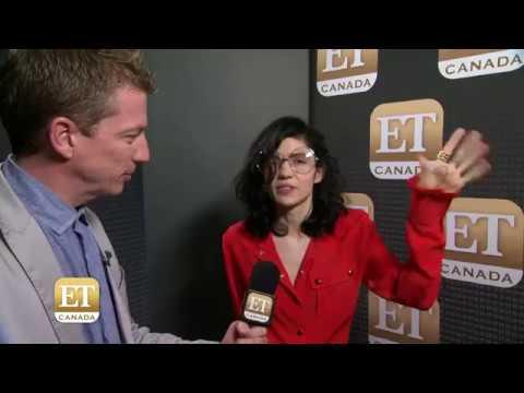 Download Grimes Gives Advice Backstage At MMVAs Mp4 baru