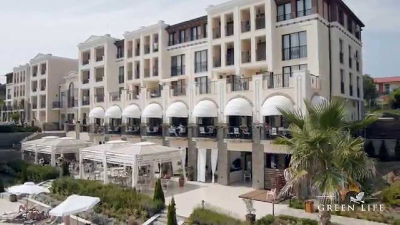 После предварительного ознакомления с квартирами и выбора подходящих вариантов покупатель совершает визит в болгарию. С нашей стороны мы.