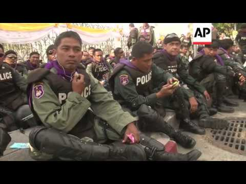 Thai protesters cross barriers; reach gates of Prime Minister's Office