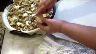 Пирог с грибами и икрой из рыбы из слоеного теста
