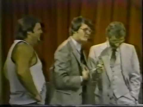 Jerry Lawler, Bill Dundee ROFLMAO at Jim Cornette (9-4-82) Funny Memphis Wrestling Memories