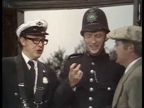 Morecambe and Wise - Murder at the Grange