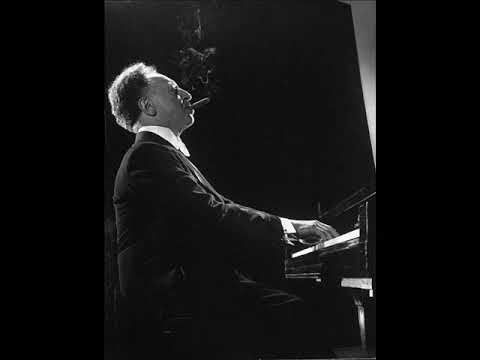 Arthur Rubinstein plays Poulenc --