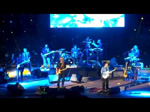 Hall & Oates - Did It In A Minute (Live at Red...