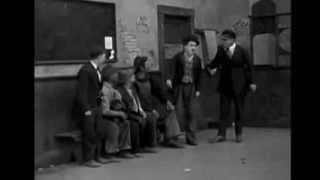 Charlie Chaplin busca empleo en vida de perros 1918