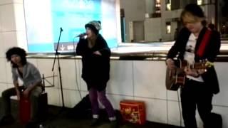 2013年11月09日の川崎で行われたEDENの路上ライブです 携帯での撮影な上...
