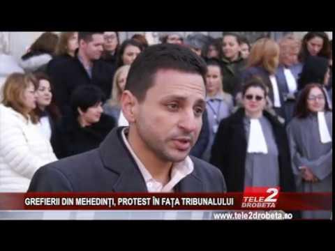 GREFIERII DIN MEHEDINȚI, PROTEST ÎN FAȚA TRIBUNALULUI