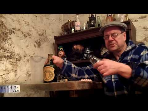 ralfy review 637 - Opening an old bottle of 'liqueur' whisky
