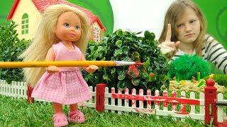 Штеффи наводит порядок на даче. Видео для детей про Барби.