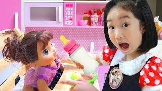 بولام يتظاهر بلعب جليسة الأطفال مع ألعاب المطبخ Funny stories for kids
