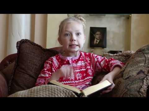 Изображение предпросмотра прочтения – ЕлизаветаПерминова читает отрывок изпроизведения «Сказка о Пете, толстом ребенке, и о Симе, который тонкий» В.В.Маяковского