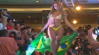 Repeat youtube video Miss Bumbum, el concurso que elige el mejor trasero de Brasil