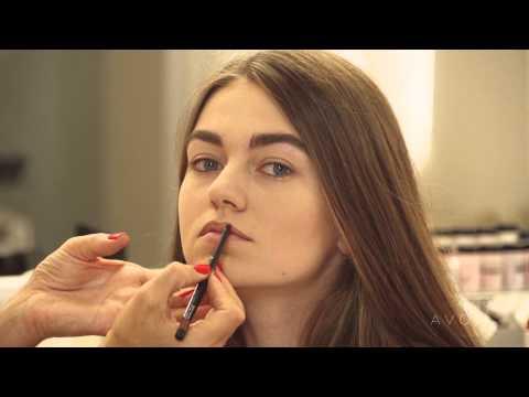 Визуальная коррекция тонких губ от Avon