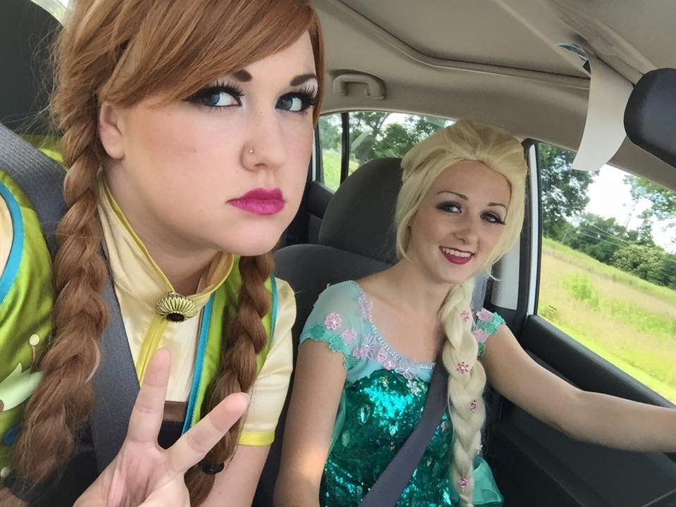 how anna and elsa meet barbie in person