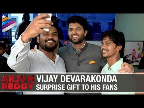 Vijay Devarakonda Surprises his Fan | Arjun Reddy Movie Craze | Telugu Filmnagar