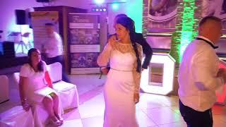 Talar wodzirej ;Zabawa oczepinowa You Can Dance dwóch par młodych
