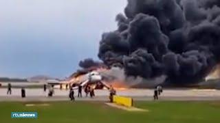 Enge beelden: Vliegtuig in Rusland verandert in vuurbal