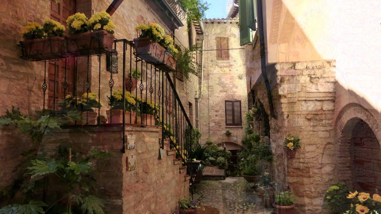 Spello balconi finestre e vicoli fioriti full hd youtube for Mobili 4 spello