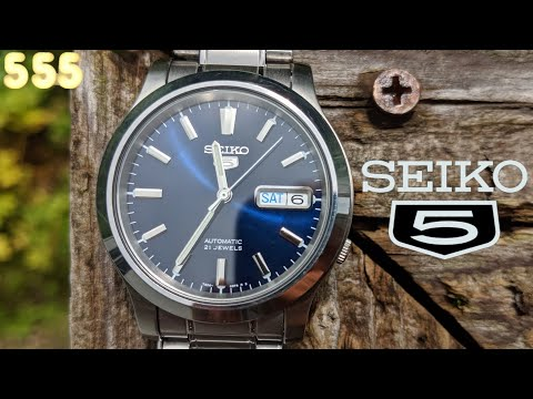 The Seiko 5 SNK793 Is An Old School Affordable Blue Dial Sports Automatic Watch | Review By 555 Gear