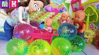 Катя и Макс ВЕСЕЛАЯ СЕМЕЙКА! КУПИ МАМА ВСЕ ЭТИ ШАРИКИ С ЖИВОТНЫМИ #Мультики с куклами #Барби #кукла