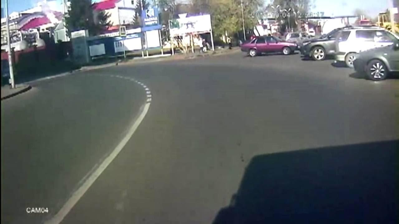 Автобус сбил женщину на переходе.