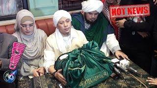 Download Hot News! Detik-detik Opick Tunjukan Rambut Baginda Nabi Muhammad SAW - Cumicam Mp3