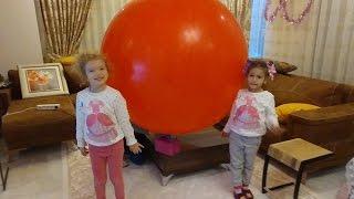elif ve melisa 2 metrelik dev balonla oynuyorlar, eğlenceli çocuk videosu