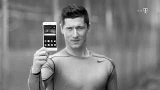 Robert Lewandowski (Lewy) z T-Mobile. Gwarancja najniższej ceny na smartfony Huawei.