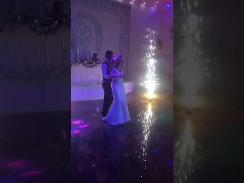 ნეფე პატარძლის ცეკვა პროფესიონალები არ არიან მაგრამ მაინც კარგია