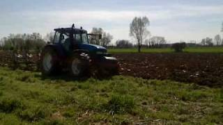 New holland 8360 in aratura