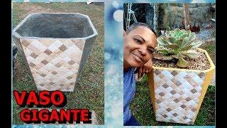 Vaso Gigante de  Cimento e Cerâmica
