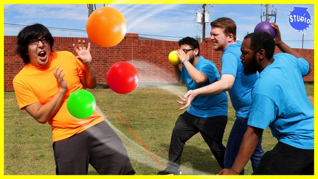 crazy-dodgeball-game-orange-team-vs-blue-team