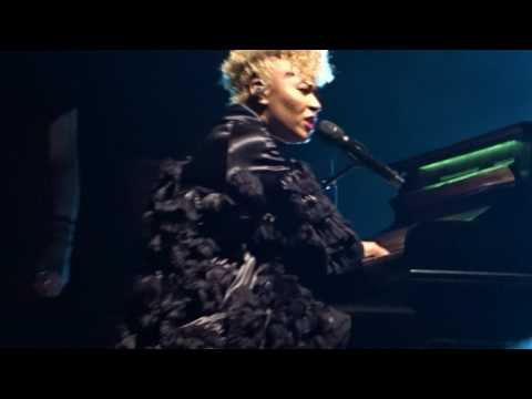 Emeli Sandé - Somebody - Live at Lotto Arena 2017