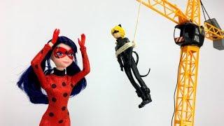 Мультик ЛедиБаг и СуперКот спасают Барби. Видео для девочек
