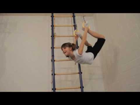 Klettergerüst Turnhalle : Klettergerüst für kinder die ganze sporthalle unter ihrem eigenen