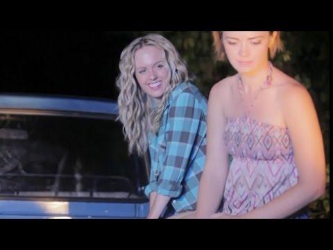 シャーロット・ケイト・フォックス出演、映画『誘惑のジェラシー』特別映像公開