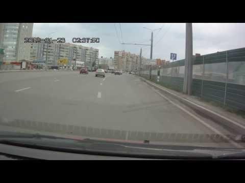 Свинья на Приоре Е550ХН58 выбрасывает банки на дорогу в Пензе